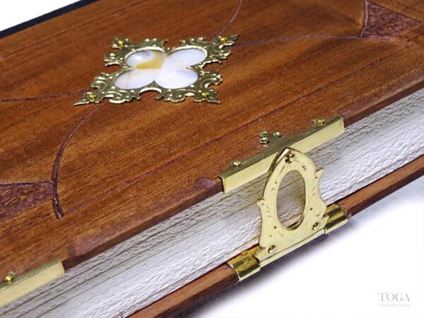 Cuaderno-artesanal-gotico-trebol-nacarado-toga
