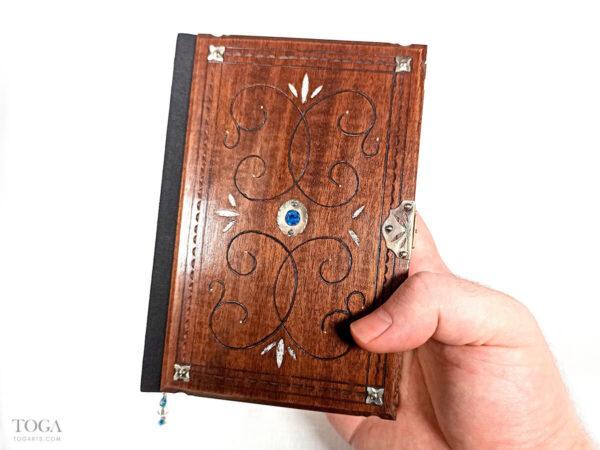 Encuadernacion-libro-madera-plata-cristal-azul