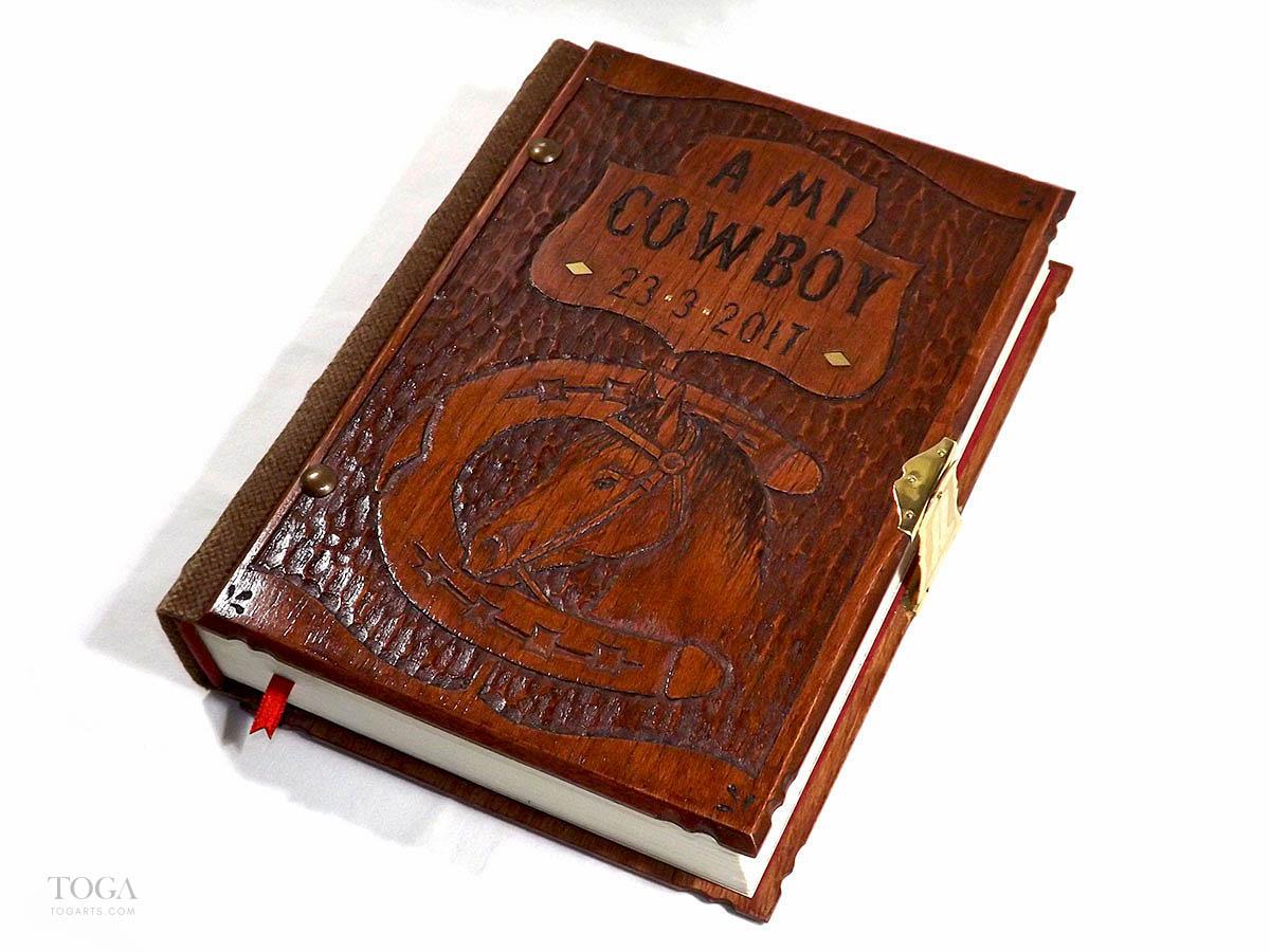libro-artesanal-madera-hecho-a-mano-toga-caballo